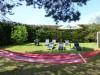 chaises-longues-et-hamacs-dans-le-parc